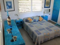 habitacion-azul-con-cama-matrimonial-197x148