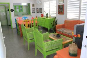 sala-comedor-con-ambiente-colorido